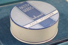 【BETTY WOODS hollywood】 Face Powder Box