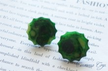 Bakelite Earrings : Green Notched