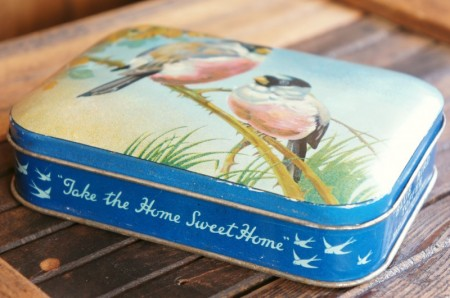 【BLUE BIRD】 Toffees TIN : Robin