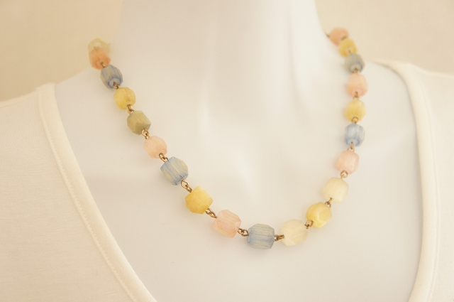 Pastel Color Satin Glass ネ ックレス