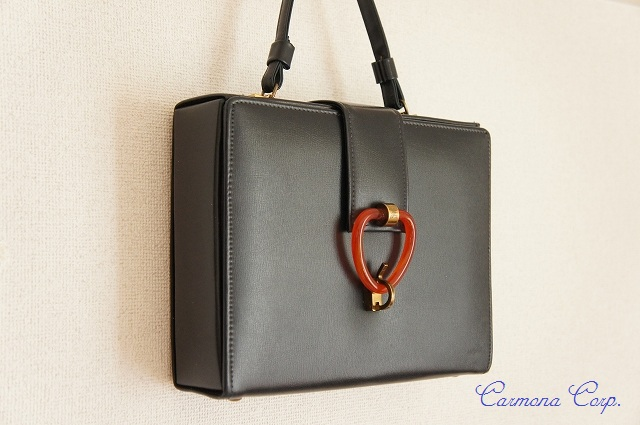 【Cara】 Dark Navy Hand Bag wish Lucite Closure
